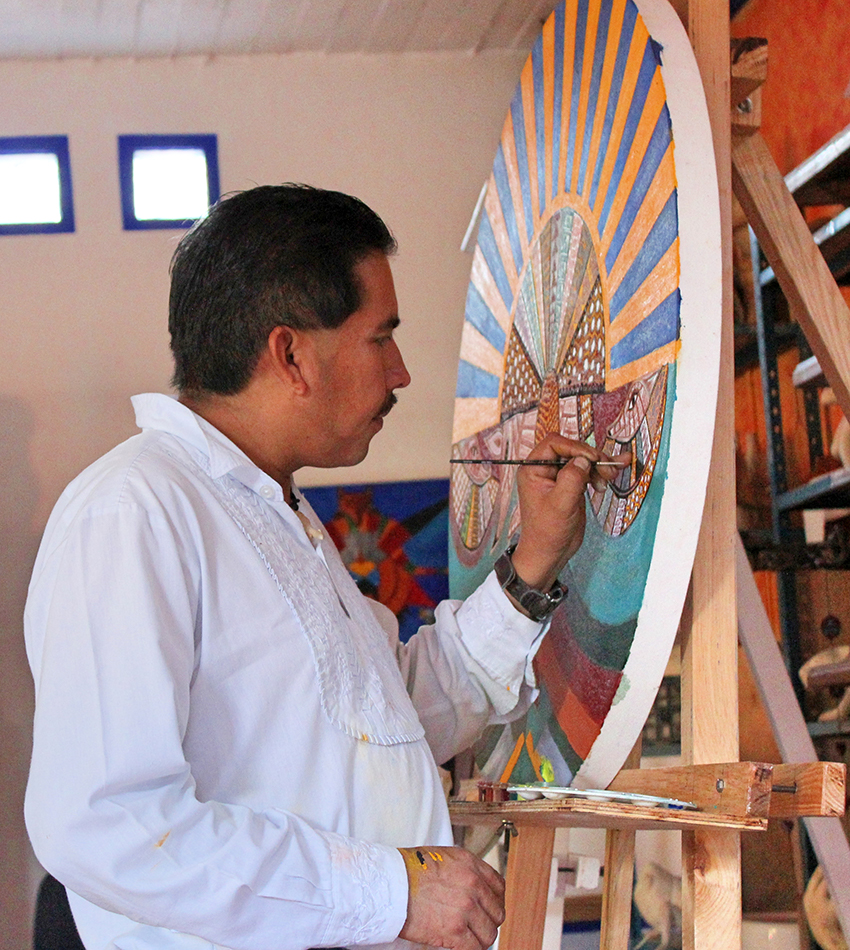 Alebrije artist Jacobo Ángeles at work.