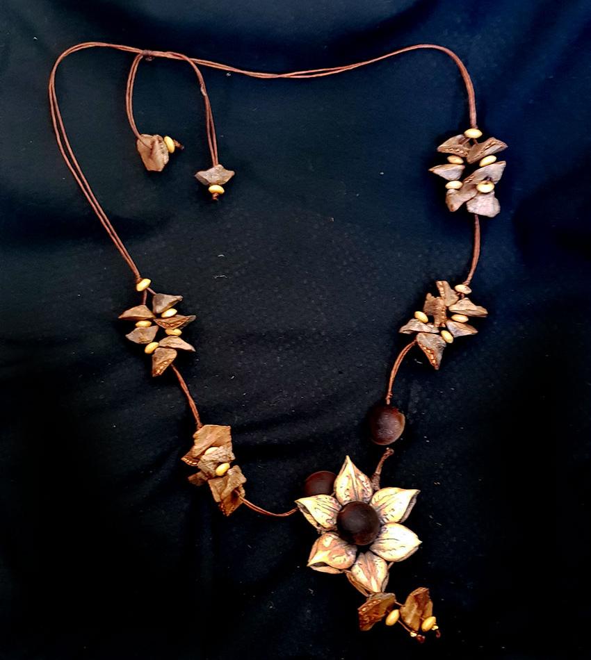 Marina Bañuelos cat claw necklace