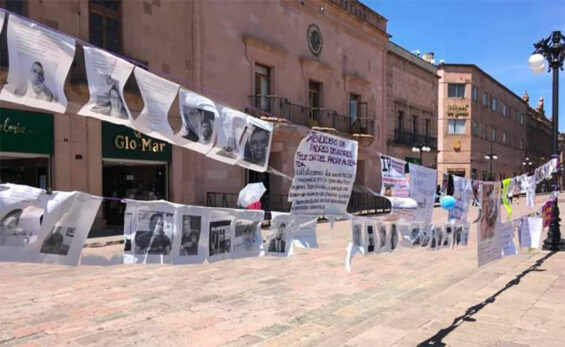 Posters of 'irresponsible fathers' on display in San Luis Potosí.