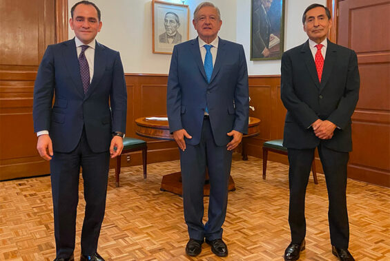 The president with Herrera, left, and Ramírez at the National Palace on Wednesday.