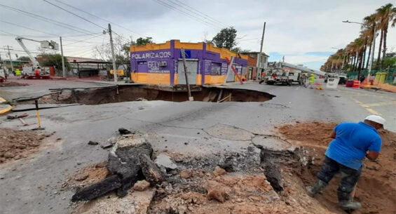 Sinkhole in Nuevo Laredo measures 20 meters in diameter.