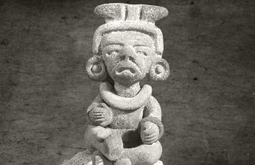 Pre-Hispanic stone figure with alux.