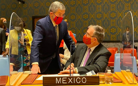 Ebrard, seated, at the UN.