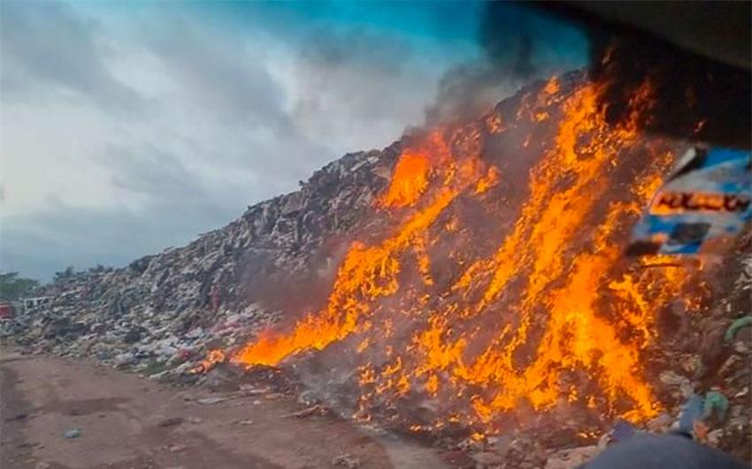 The fire at the dump in Rincón de Guayabitos