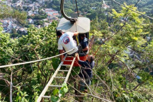 Rescue workers prepare to extract passengers from one of the Taxco cable cars.