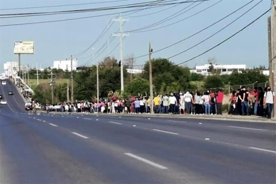 After vaccination opened for the 18-29 age bracket, vaccine centers in Reynosa, Tamaulipas saw long lines of young people eager to get the shot.