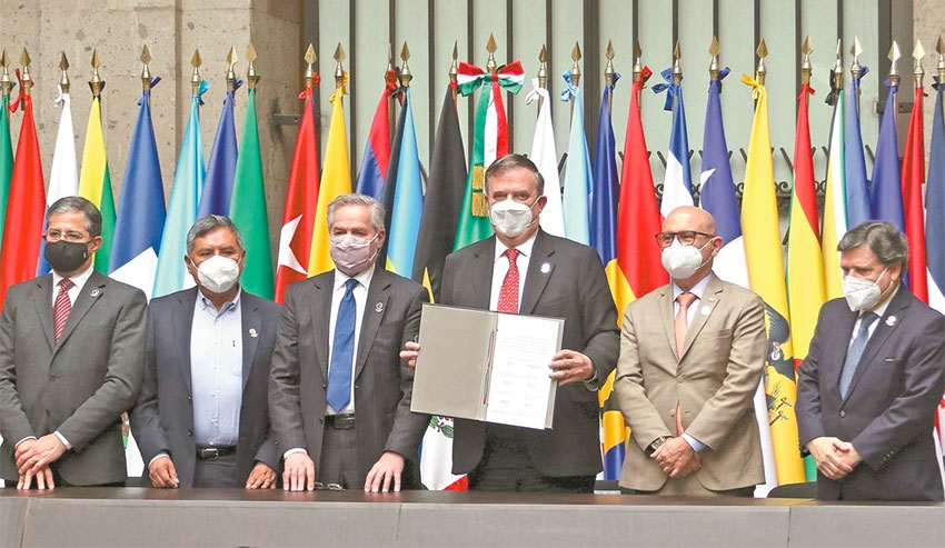 Marcelo Ebrard, center, with other signatories of the agreement to create a new space agency.